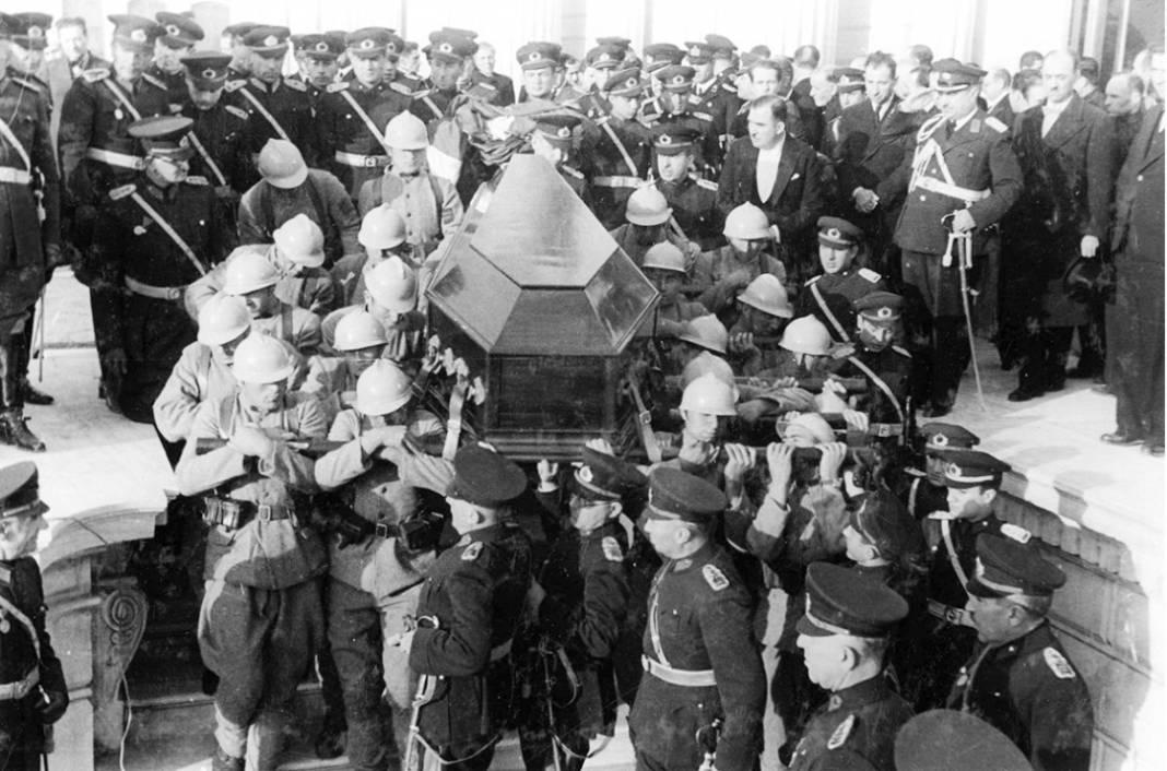 Atatürk'ün cenaze fotoğrafları gün yüzüne çıktı, bazıları ilk kez arşivden çıkartıldı 4
