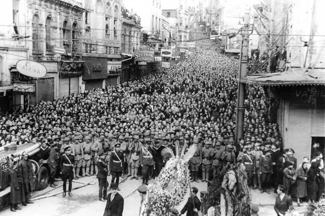 Atatürk'ün cenaze fotoğrafları gün yüzüne çıktı, bazıları ilk kez arşivden çıkartıldı 8