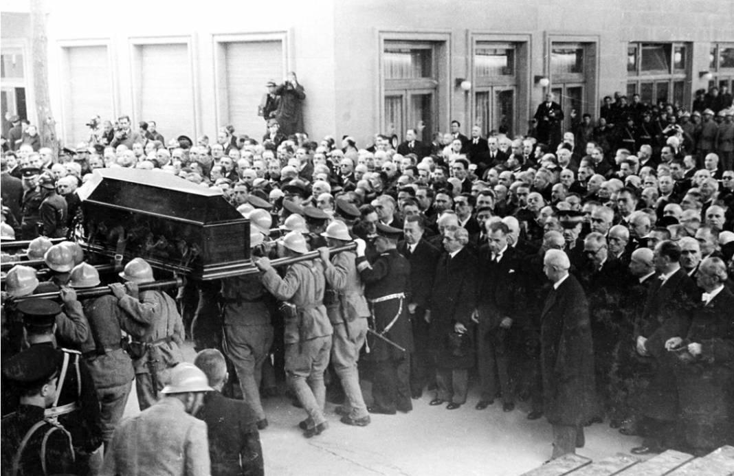 Atatürk'ün cenaze fotoğrafları gün yüzüne çıktı, bazıları ilk kez arşivden çıkartıldı 13