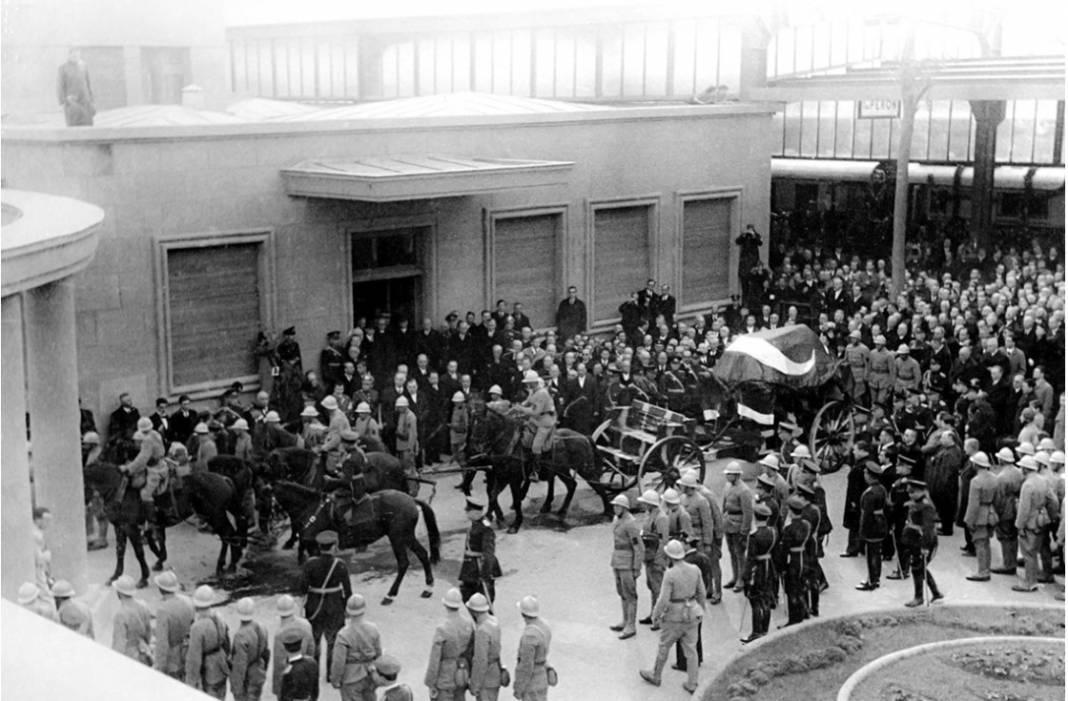 Atatürk'ün cenaze fotoğrafları gün yüzüne çıktı, bazıları ilk kez arşivden çıkartıldı 14