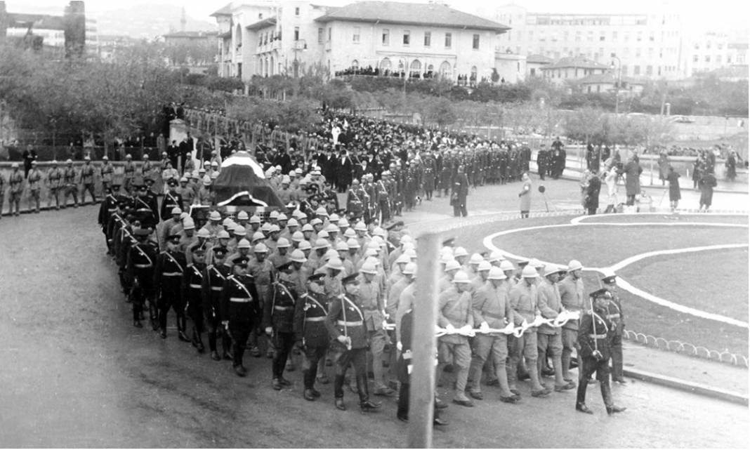 Atatürk'ün cenaze fotoğrafları gün yüzüne çıktı, bazıları ilk kez arşivden çıkartıldı 17