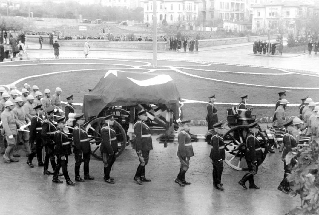 Atatürk'ün cenaze fotoğrafları gün yüzüne çıktı, bazıları ilk kez arşivden çıkartıldı 18
