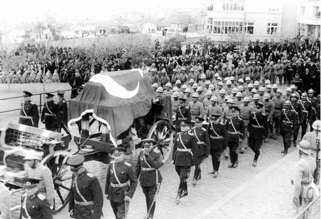 Atatürk'ün cenaze fotoğrafları gün yüzüne çıktı, bazıları ilk kez arşivden çıkartıldı 24