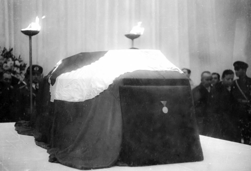 Atatürk'ün cenaze fotoğrafları gün yüzüne çıktı, bazıları ilk kez arşivden çıkartıldı 28
