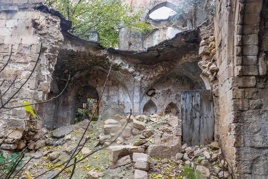 Bin yıllık eser can çekişiyor! Yağmur sonrası çöktü 13