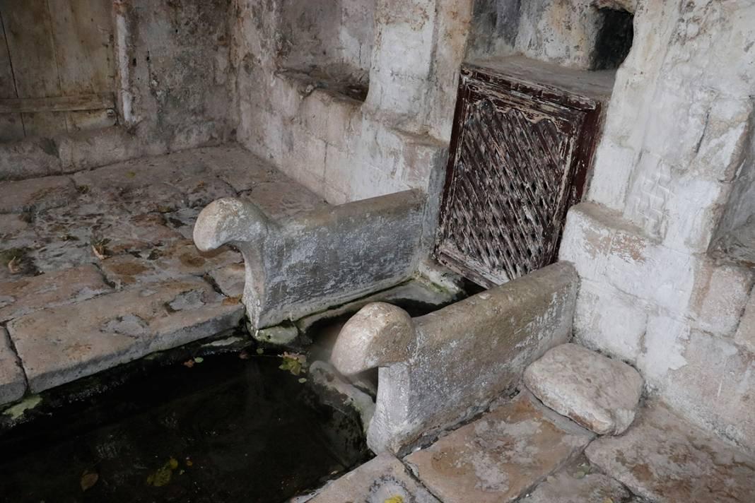 Bin yıllık eser can çekişiyor! Yağmur sonrası çöktü 14