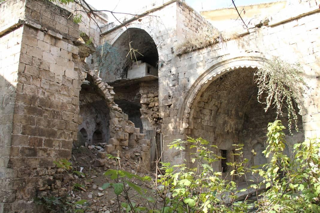 Bin yıllık eser can çekişiyor! Yağmur sonrası çöktü 3