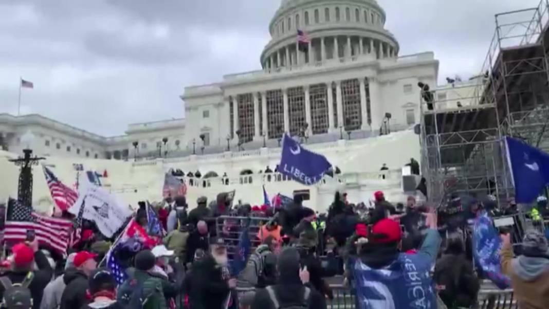 Trump ateşi! Kongre'yi bastılar, polisle çatıştılar 3