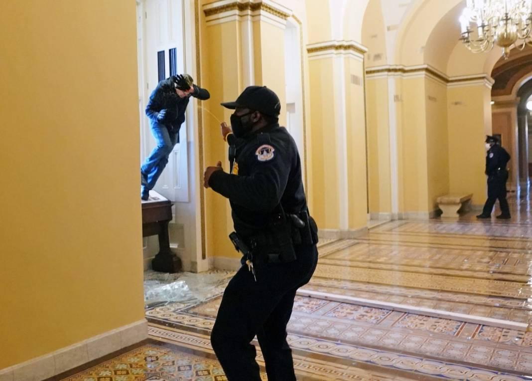 Trump ateşi! Kongre'yi bastılar, polisle çatıştılar 4