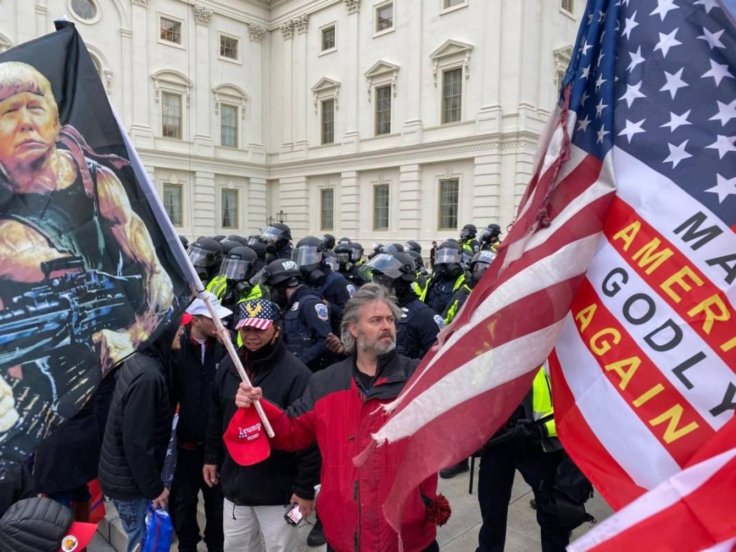 Trump ateşi! Kongre'yi bastılar, polisle çatıştılar 27