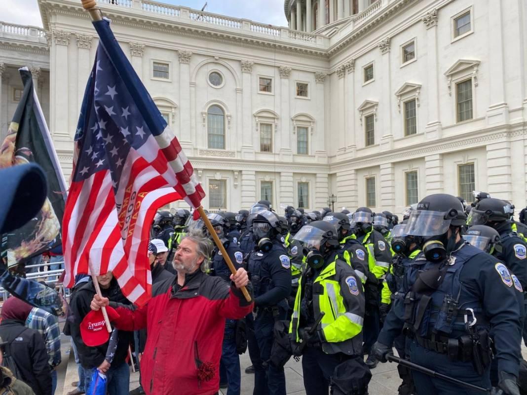 Trump ateşi! Kongre'yi bastılar, polisle çatıştılar 28
