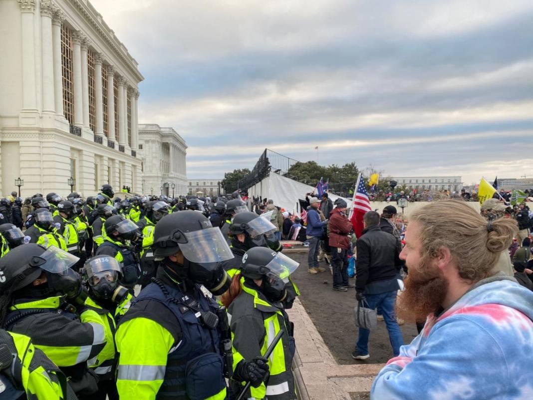 Trump ateşi! Kongre'yi bastılar, polisle çatıştılar 29