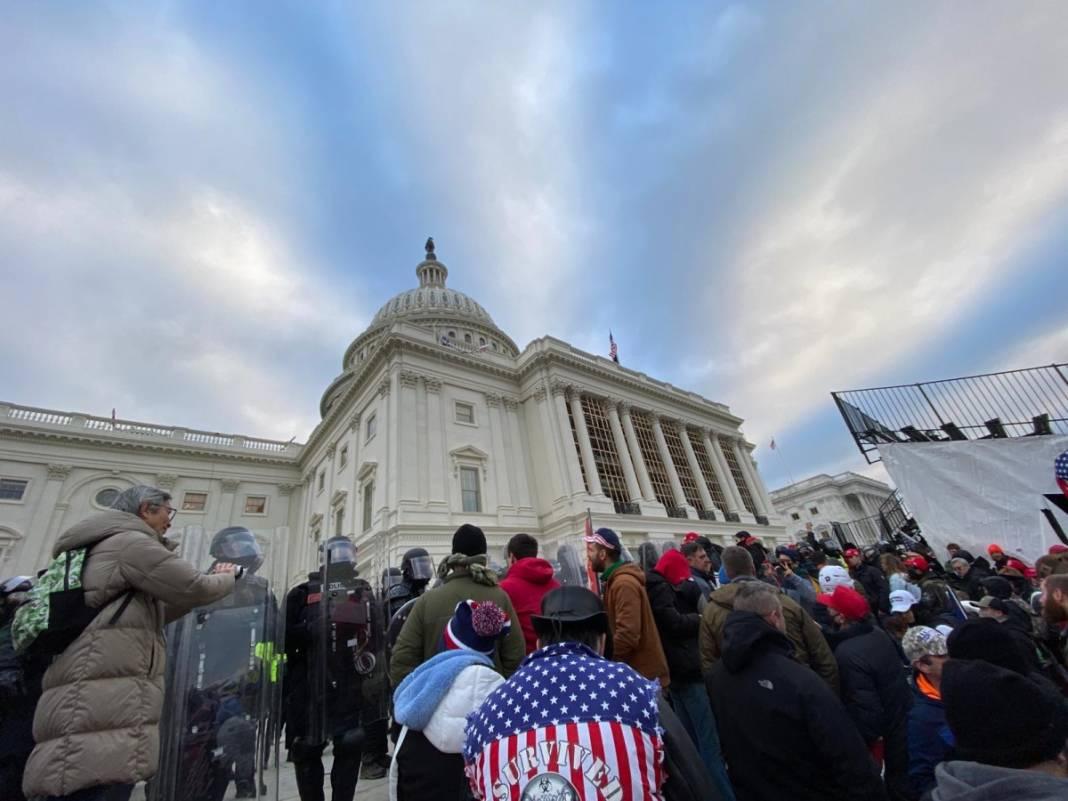 Trump ateşi! Kongre'yi bastılar, polisle çatıştılar 31