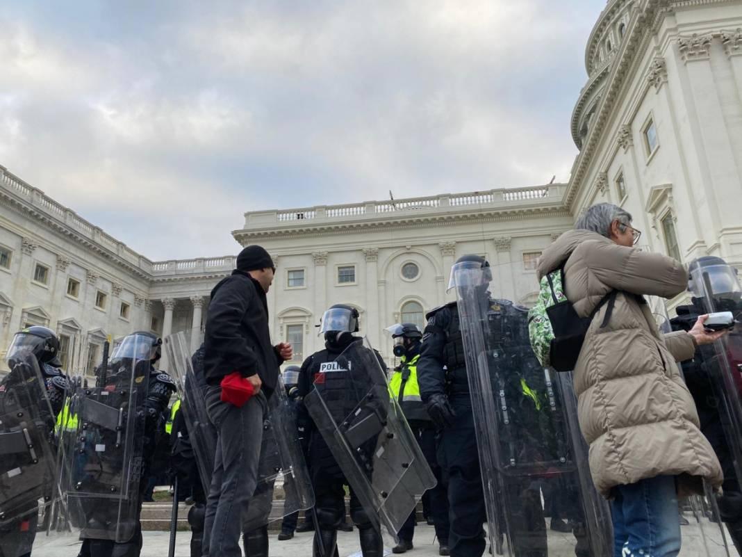 Trump ateşi! Kongre'yi bastılar, polisle çatıştılar 32
