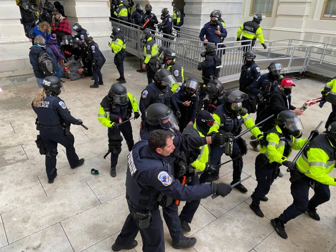 Trump ateşi! Kongre'yi bastılar, polisle çatıştılar 41