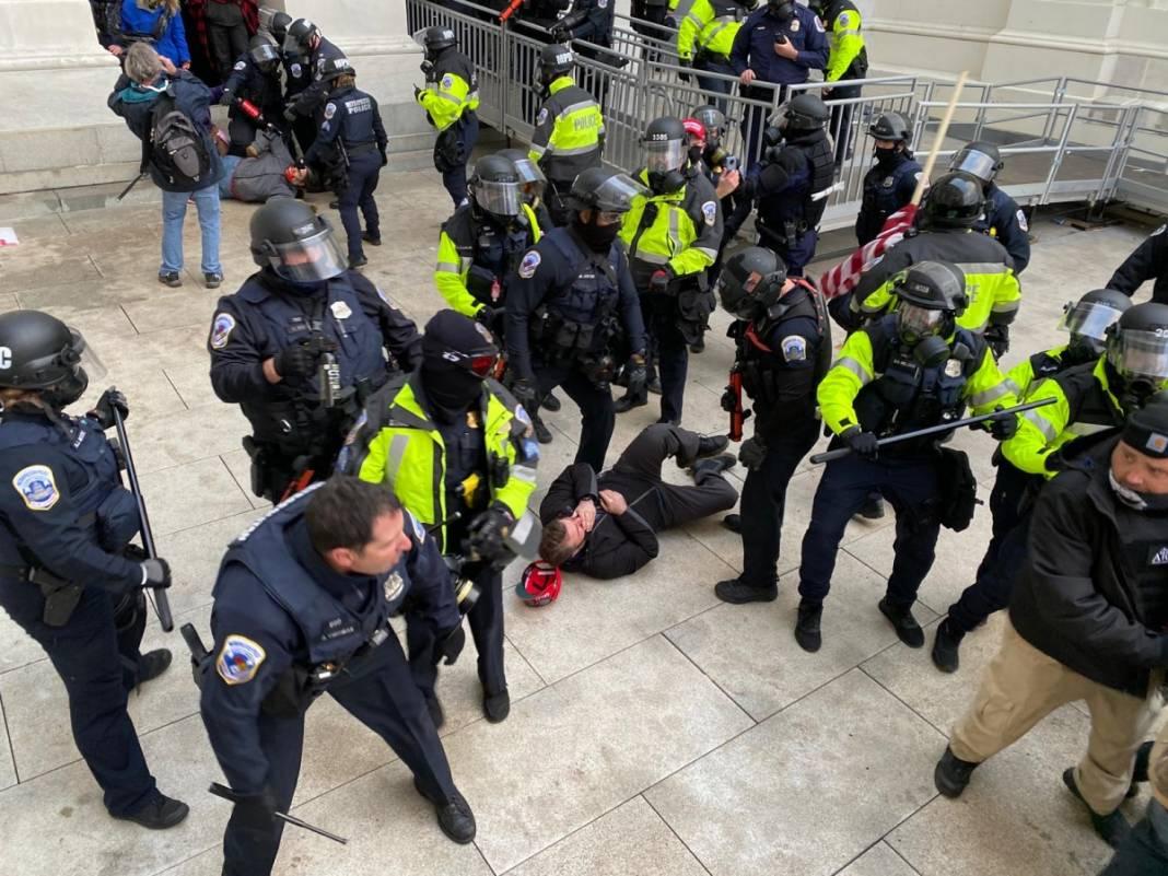 Trump ateşi! Kongre'yi bastılar, polisle çatıştılar 44
