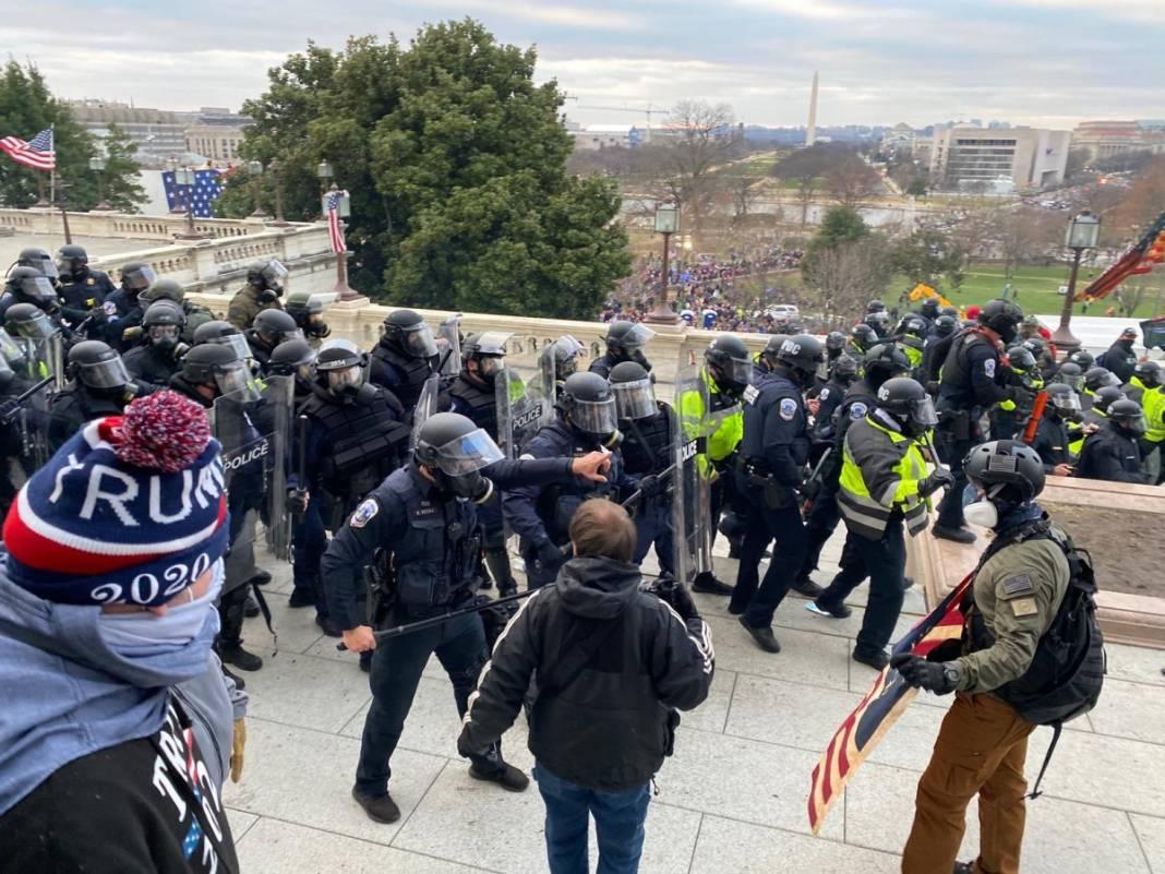 Trump ateşi! Kongre'yi bastılar, polisle çatıştılar 45