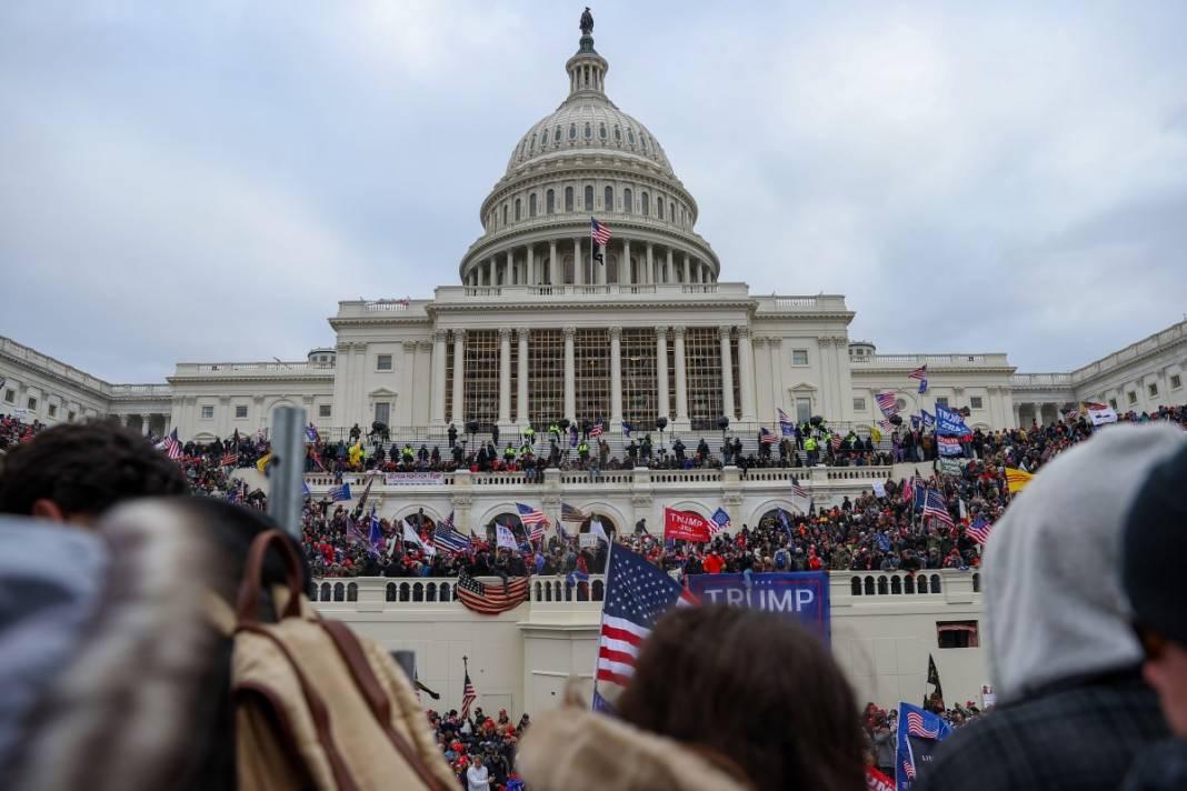 Trump ateşi! Kongre'yi bastılar, polisle çatıştılar 61