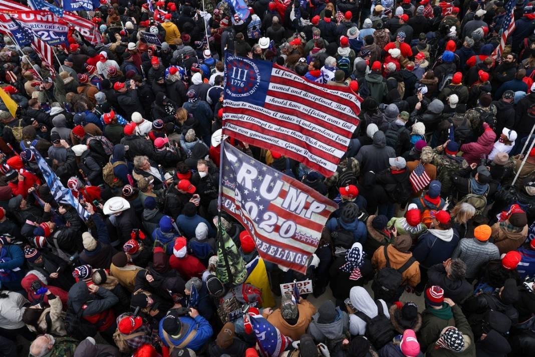 Trump ateşi! Kongre'yi bastılar, polisle çatıştılar 66