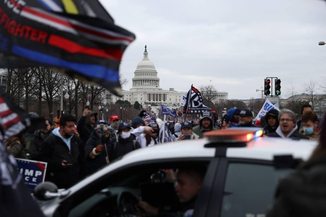 Trump ateşi! Kongre'yi bastılar, polisle çatıştılar 76