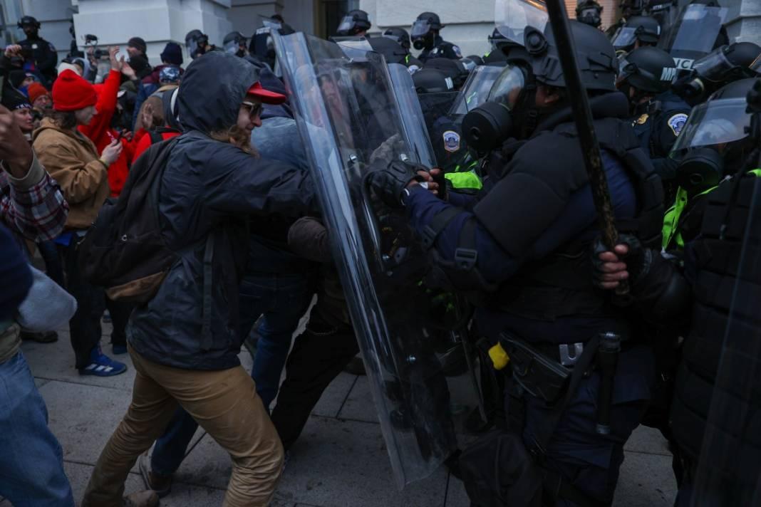 Trump ateşi! Kongre'yi bastılar, polisle çatıştılar 88