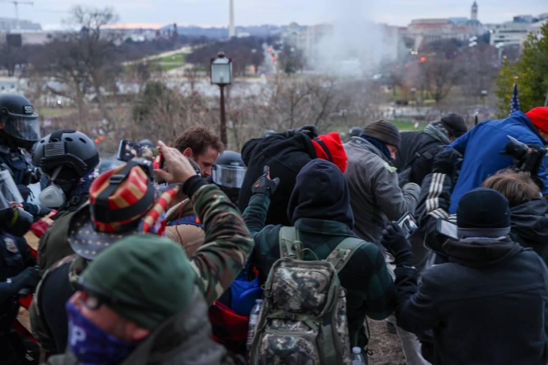 Trump ateşi! Kongre'yi bastılar, polisle çatıştılar 92