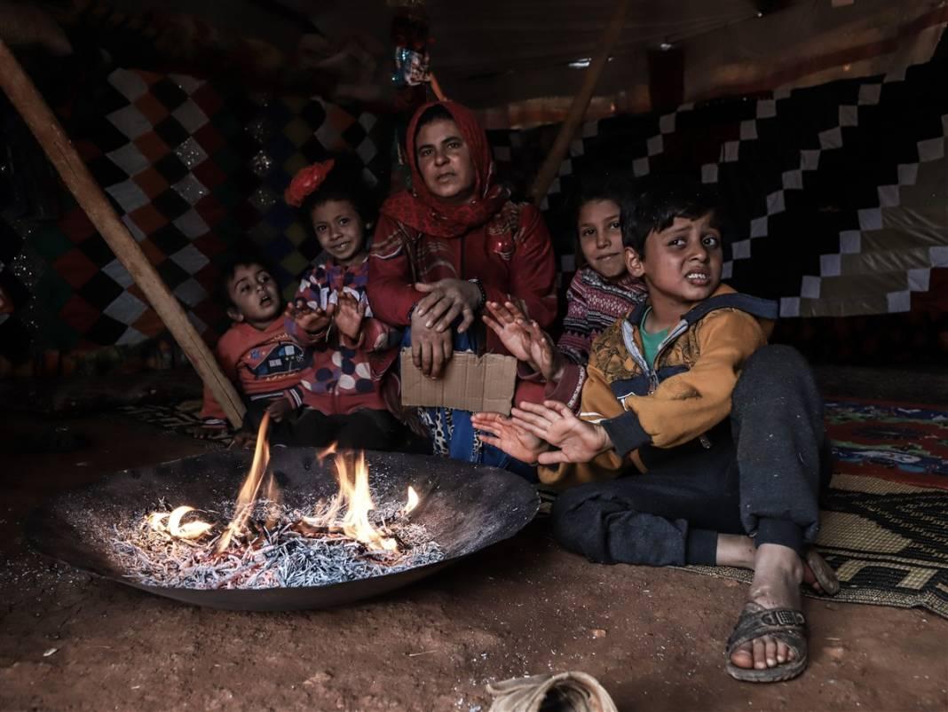 İdlib'de yüz binlerce sivil ısınmak isterken sağlığından oluyor 2