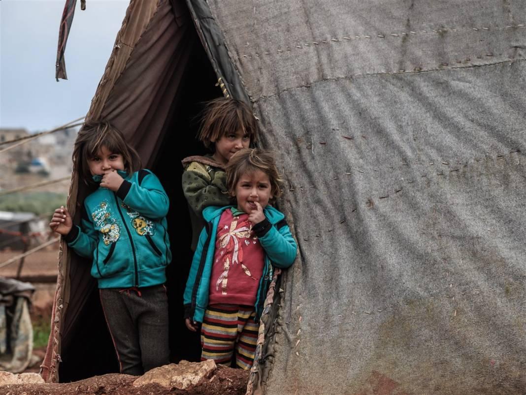 İdlib'de yüz binlerce sivil ısınmak isterken sağlığından oluyor 4