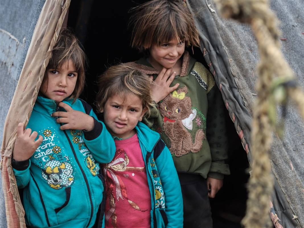İdlib'de yüz binlerce sivil ısınmak isterken sağlığından oluyor 5