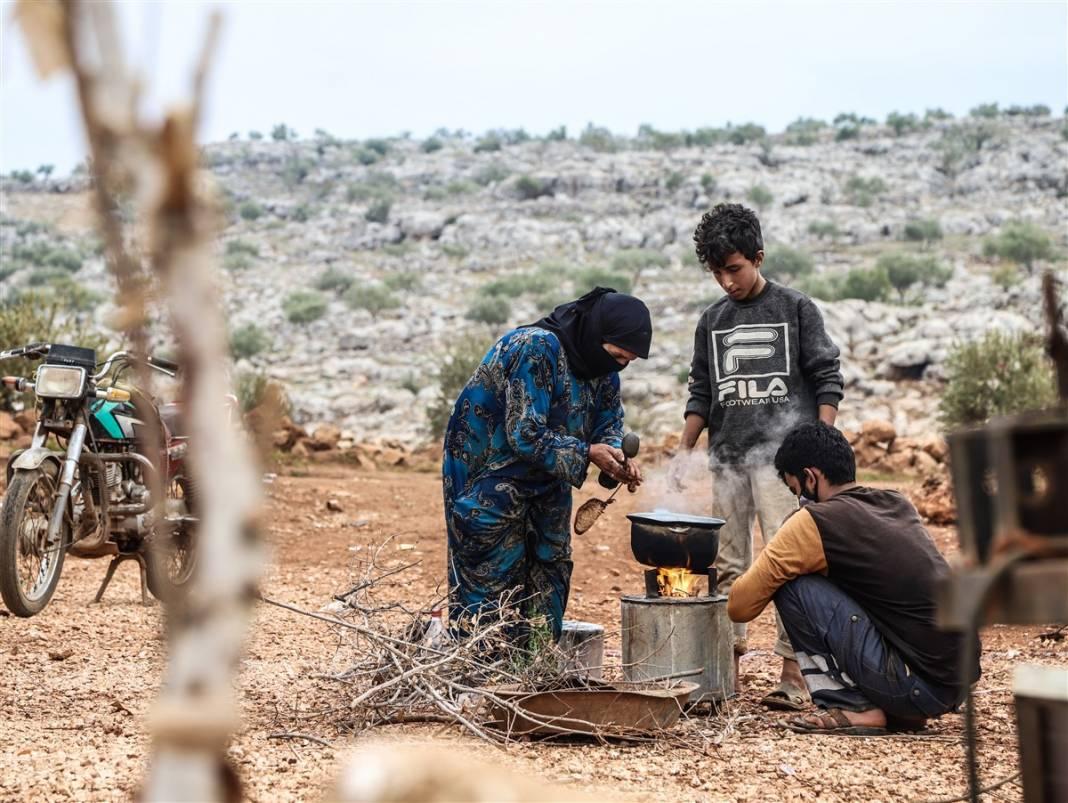İdlib'de yüz binlerce sivil ısınmak isterken sağlığından oluyor 6