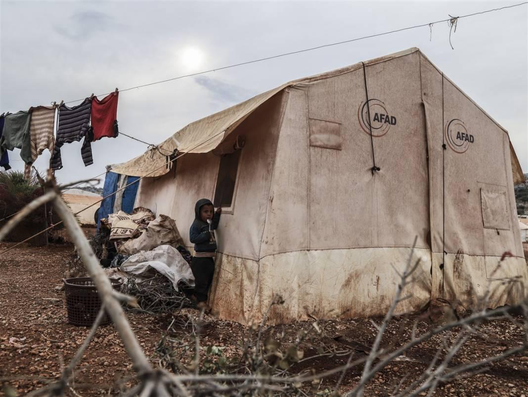 İdlib'de yüz binlerce sivil ısınmak isterken sağlığından oluyor 7