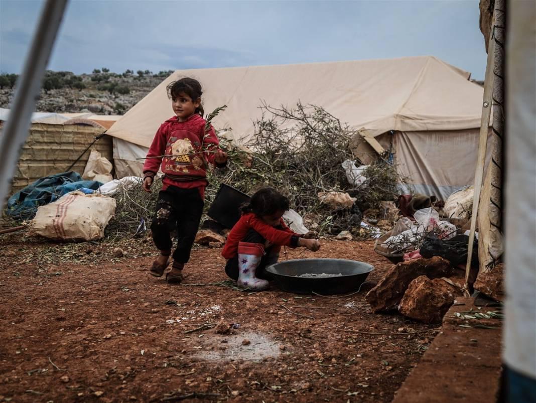 İdlib'de yüz binlerce sivil ısınmak isterken sağlığından oluyor 8