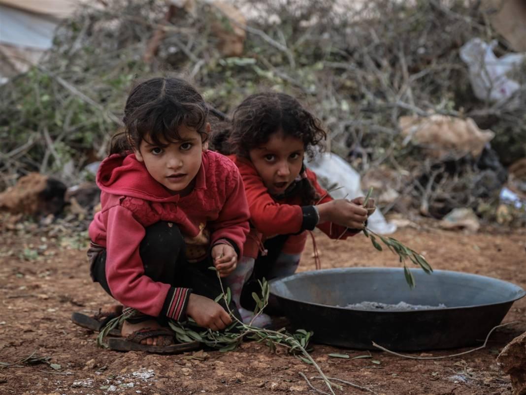 İdlib'de yüz binlerce sivil ısınmak isterken sağlığından oluyor 9