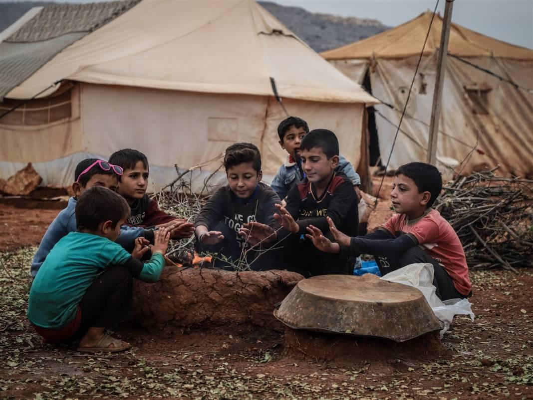 İdlib'de yüz binlerce sivil ısınmak isterken sağlığından oluyor 11