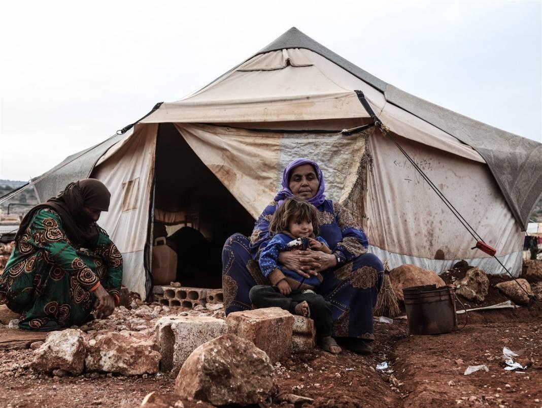 İdlib'de yüz binlerce sivil ısınmak isterken sağlığından oluyor 14