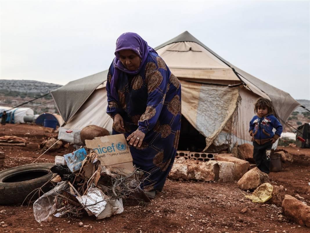 İdlib'de yüz binlerce sivil ısınmak isterken sağlığından oluyor 16