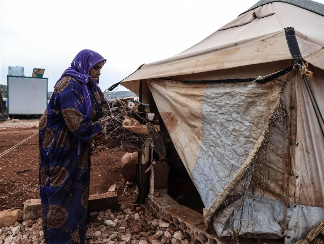 İdlib'de yüz binlerce sivil ısınmak isterken sağlığından oluyor 17