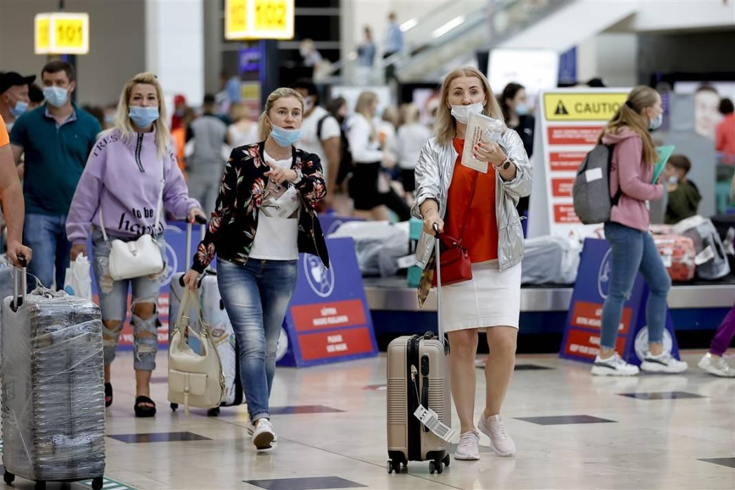 Rus turistler Antalya'da! Bugün 44 uçakla 12 bin kişi gelecek 21
