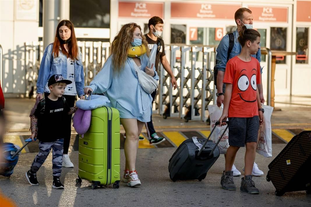 Rus turistler Antalya'da! Bugün 44 uçakla 12 bin kişi gelecek 22