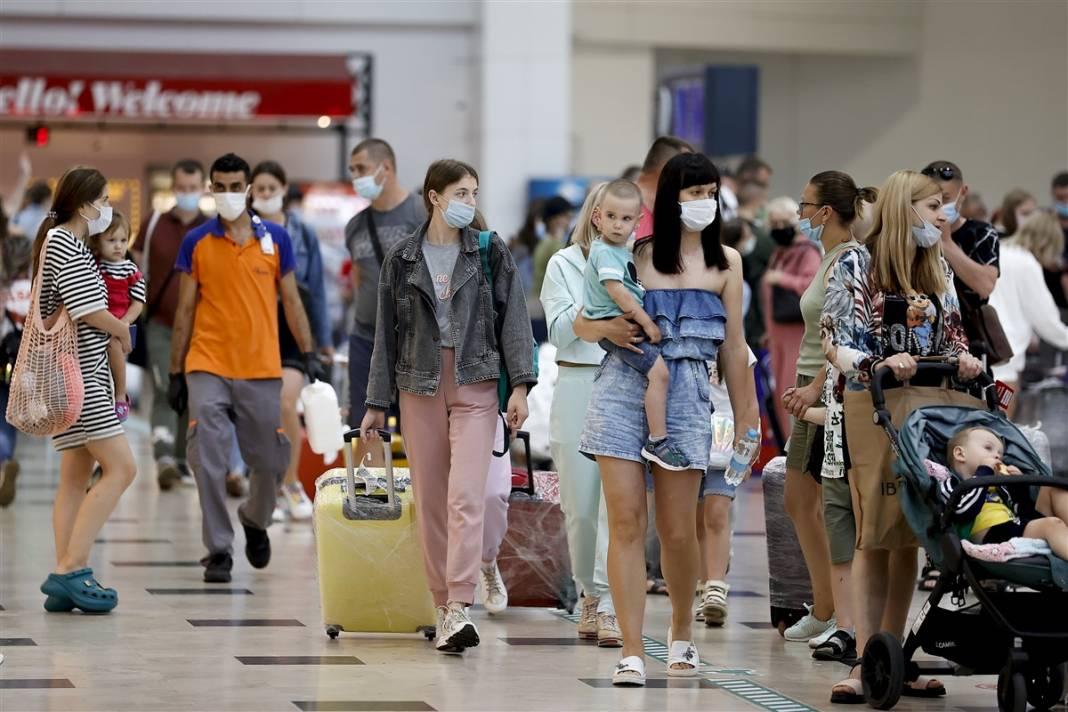 Rus turistler Antalya'da! Bugün 44 uçakla 12 bin kişi gelecek 23