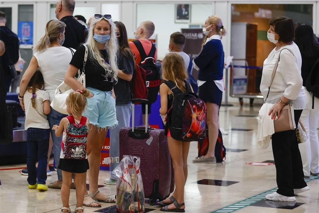 Rus turistler Antalya'da! Bugün 44 uçakla 12 bin kişi gelecek 2