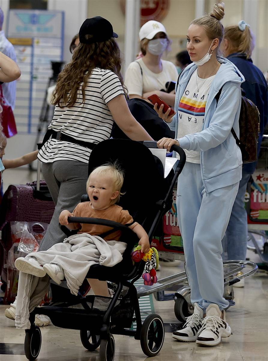Rus turistler Antalya'da! Bugün 44 uçakla 12 bin kişi gelecek 3