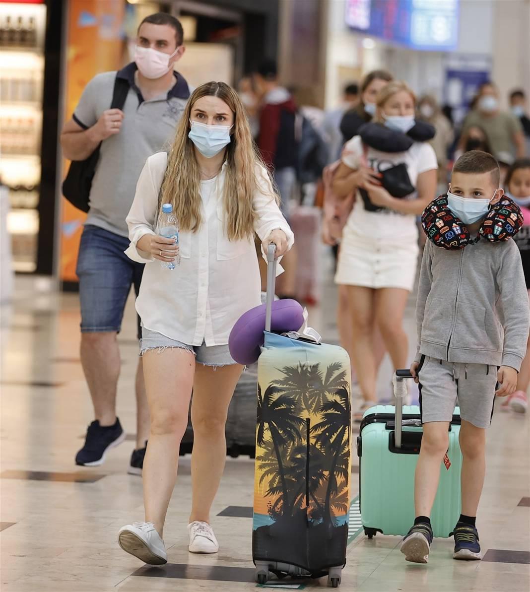 Rus turistler Antalya'da! Bugün 44 uçakla 12 bin kişi gelecek 4