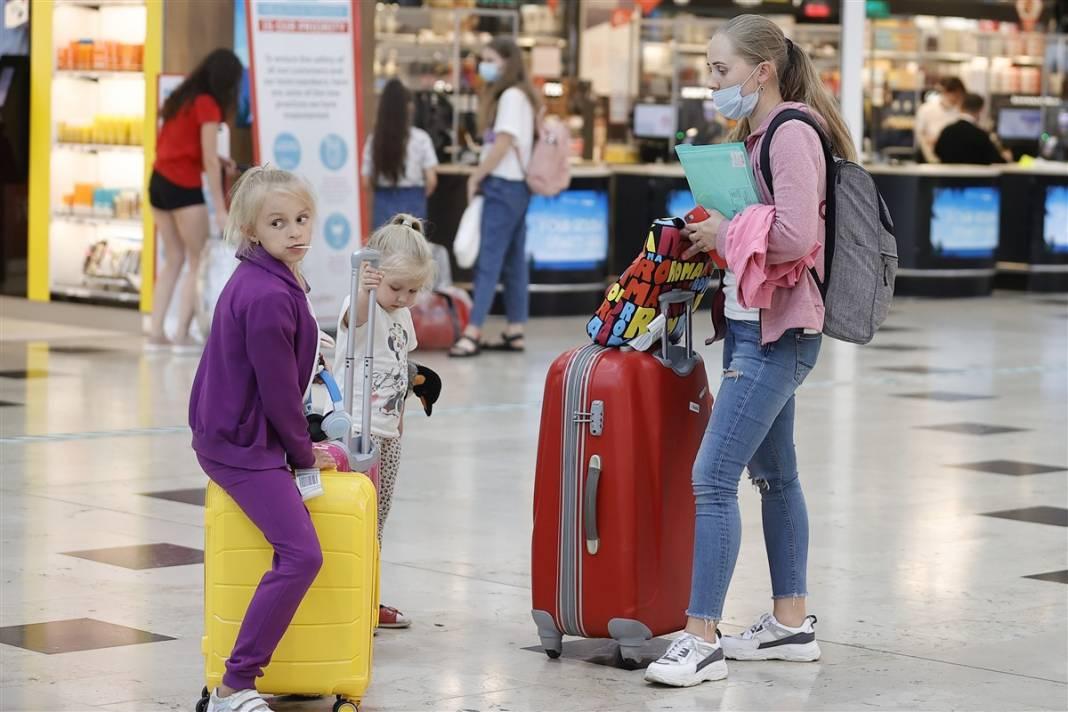 Rus turistler Antalya'da! Bugün 44 uçakla 12 bin kişi gelecek 5