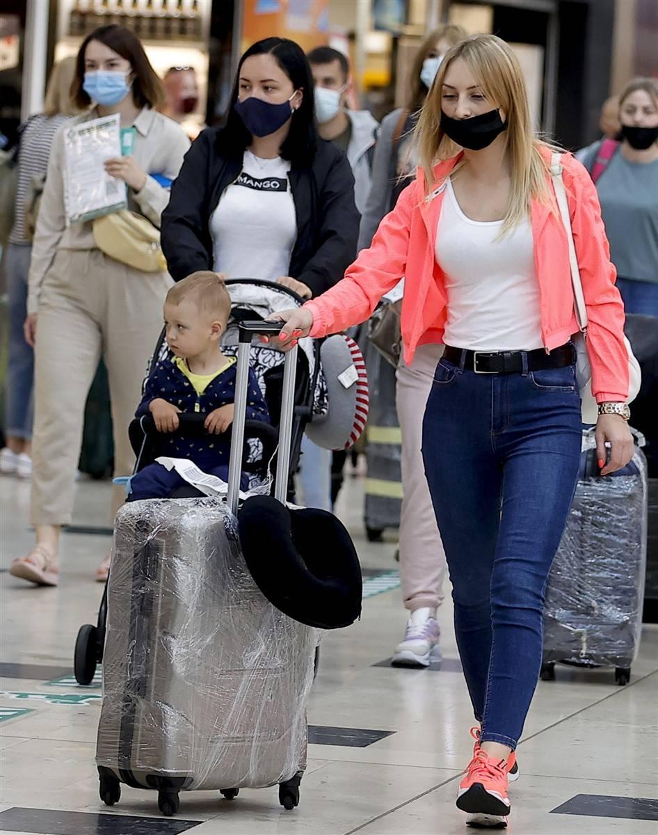 Rus turistler Antalya'da! Bugün 44 uçakla 12 bin kişi gelecek 6
