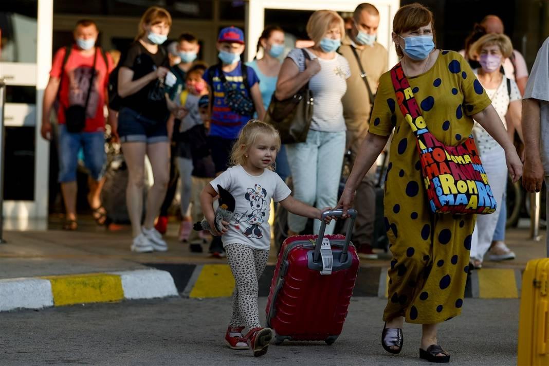 Rus turistler Antalya'da! Bugün 44 uçakla 12 bin kişi gelecek 9