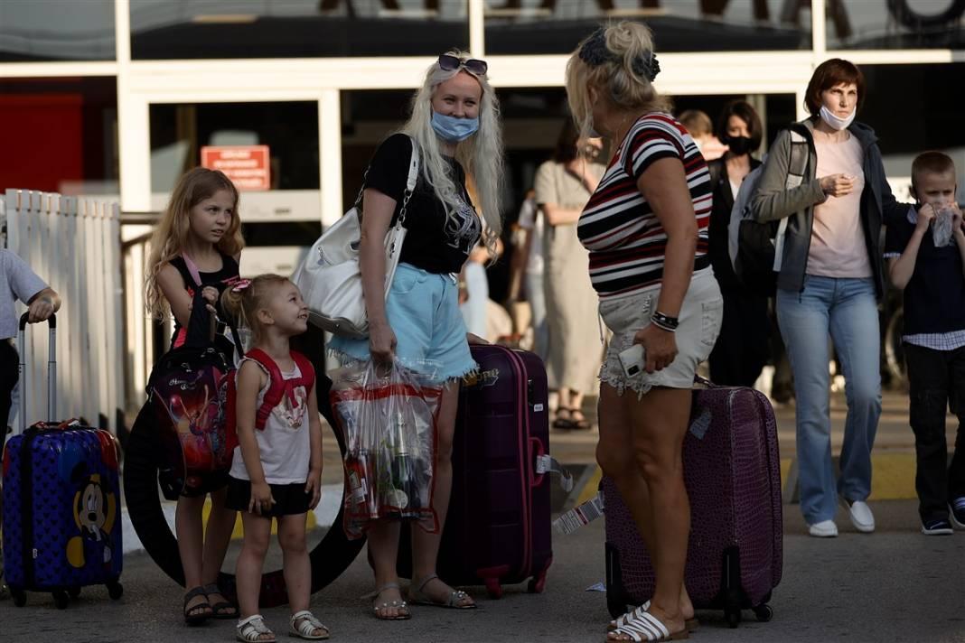 Rus turistler Antalya'da! Bugün 44 uçakla 12 bin kişi gelecek 11