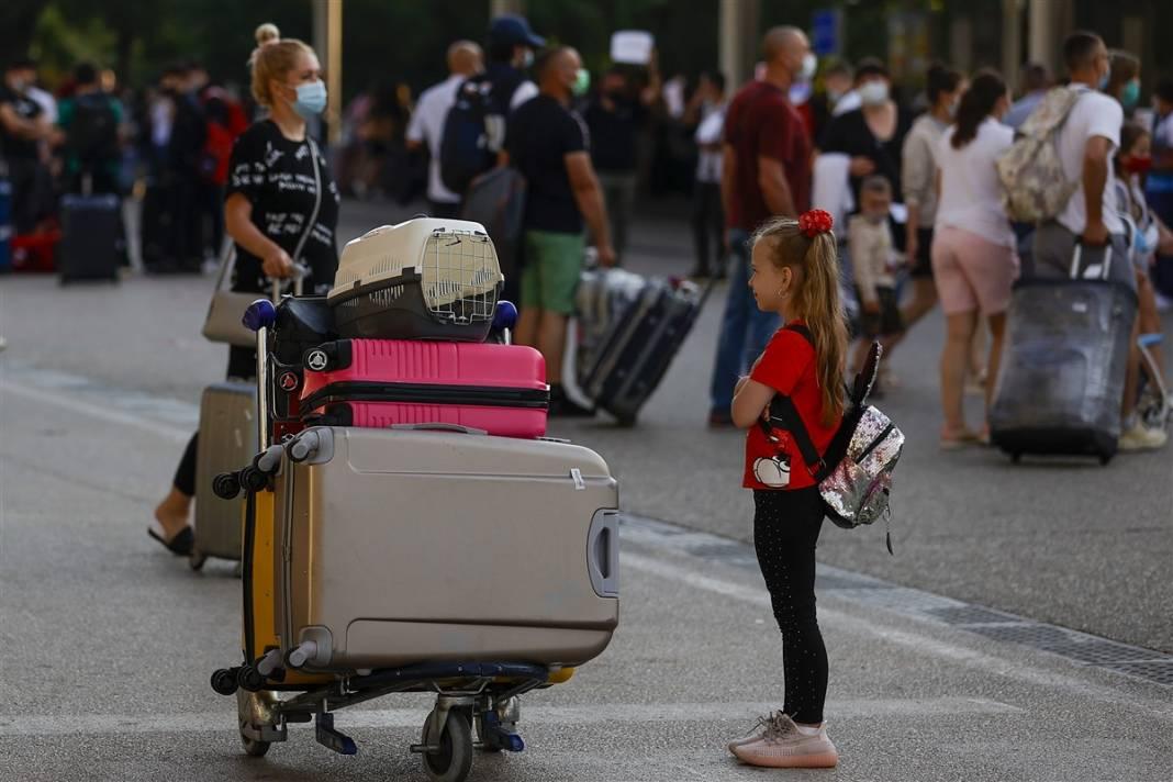 Rus turistler Antalya'da! Bugün 44 uçakla 12 bin kişi gelecek 12