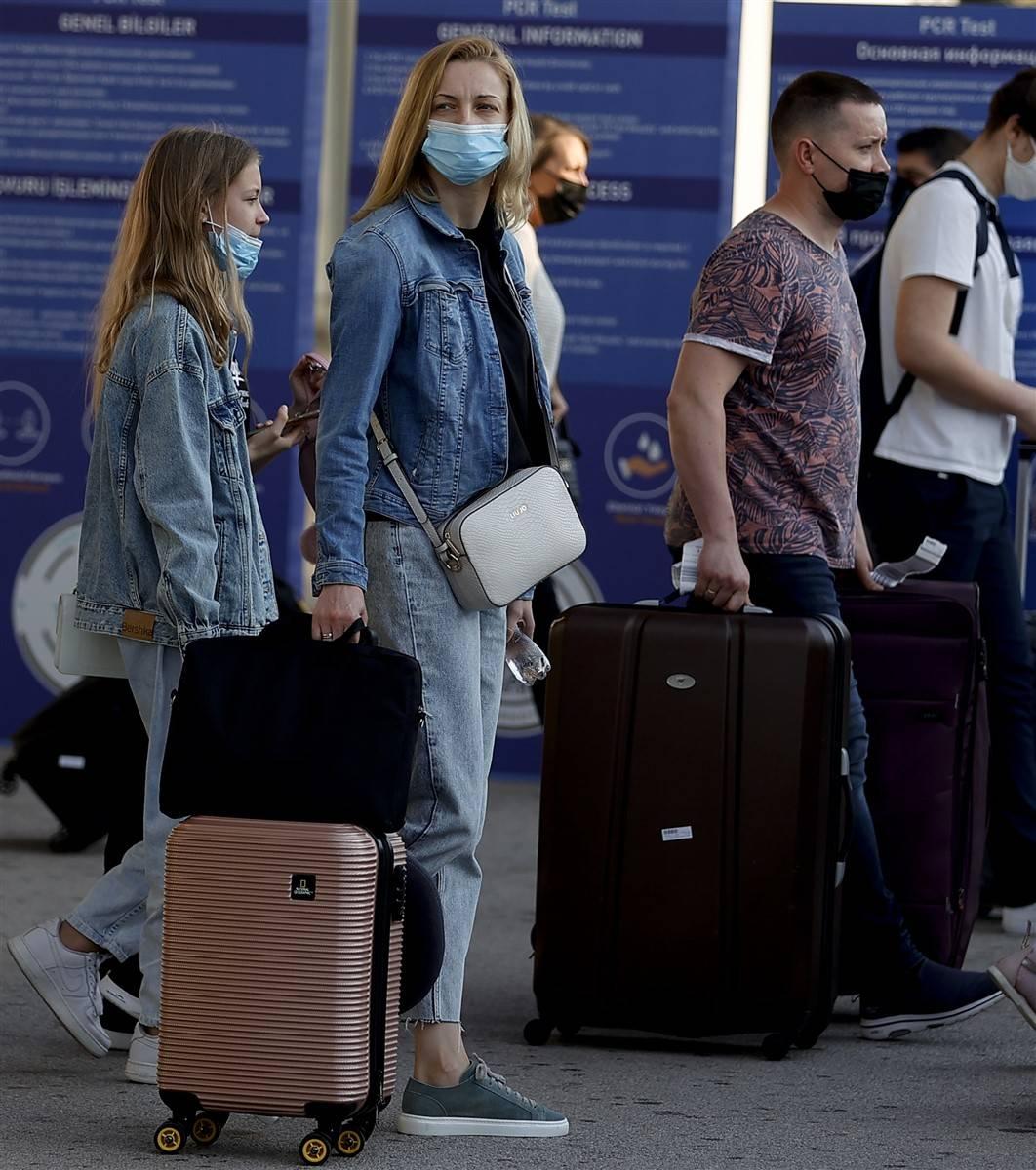 Rus turistler Antalya'da! Bugün 44 uçakla 12 bin kişi gelecek 13