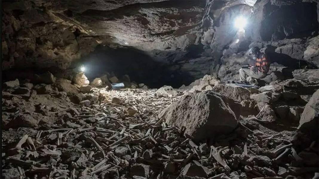 Araştırmacılar yıllarca korkudan giremedi: Mağaradaki on binlerce kemiğin gizemi çözüldü 1